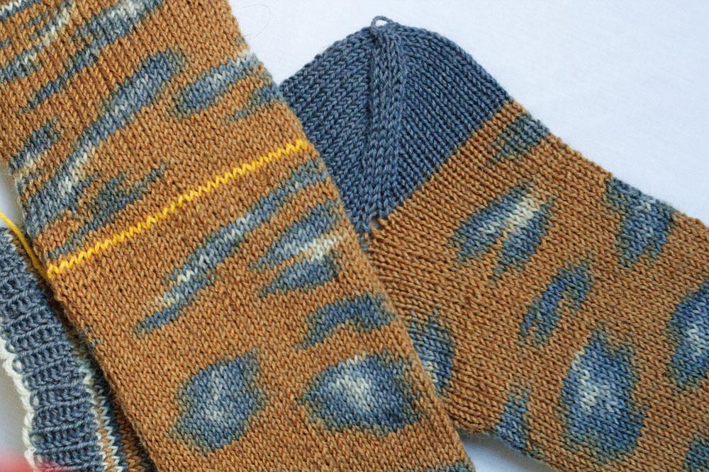 Kinda Magic Socks - Die Socken werden laut Anleitung zunächst ohne Ferse eingestrickt.