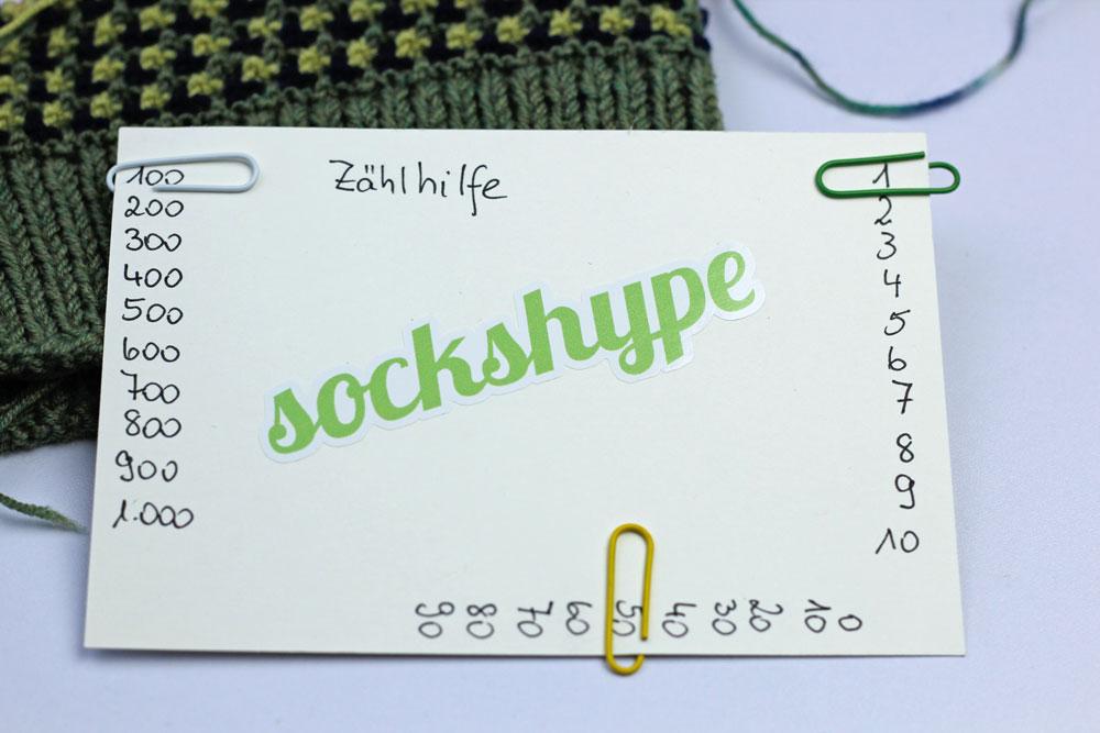 Strick Trick: Zählhilfe - Mit Büroklammern markierst du dir in welcher Reihe du dich gerade befindest.
