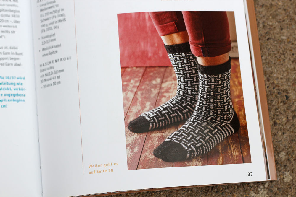 Mosaik-Muster stricken - Socken Verpflechtungen