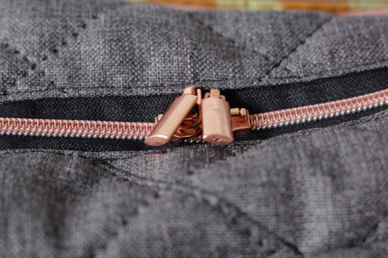 MachDeinDing Rucksack - roségoldene Zipper und Reißverschlüsse