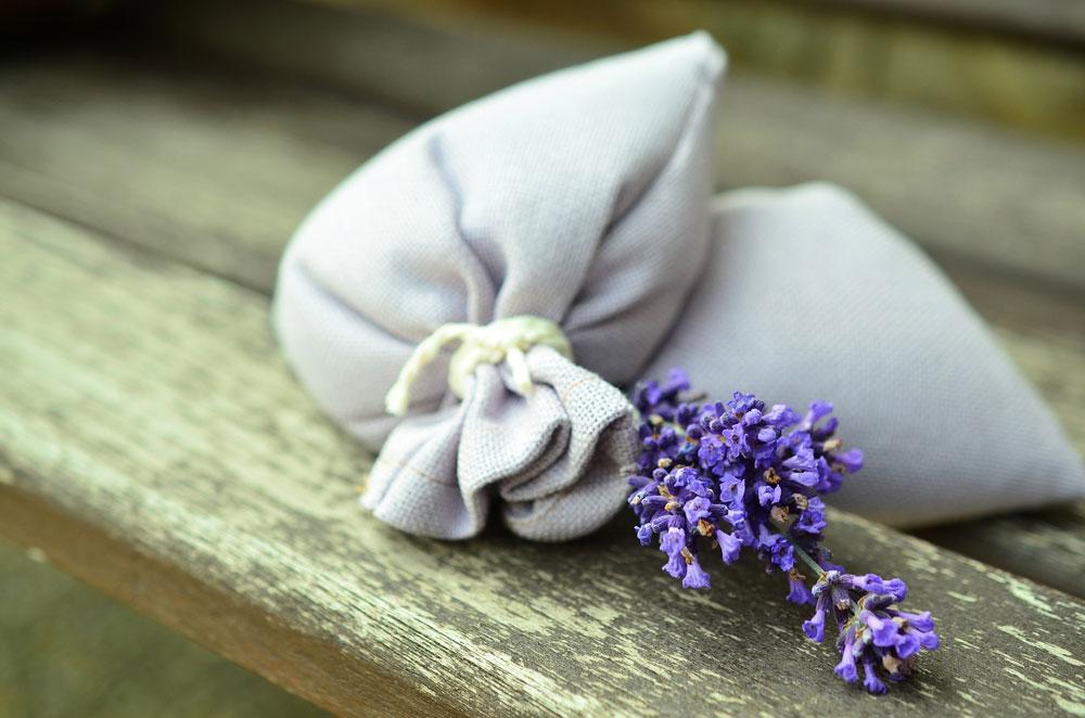 Wolle richtig pflegen - Leinensäckchen mit Lavendelblüten [object object] Wolle richtig pflegen