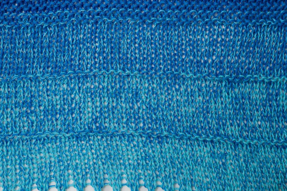 Dreieckstuch stricken - Verbindung von vorgegebenen Mustern [object object] Dreieckstuch stricken mit dekorativer Spitzenkante – Tuch Vicky
