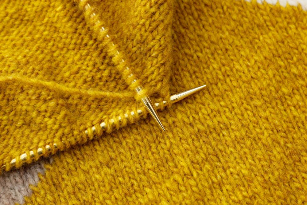 WOOL ADDICTS AIR Triangle-Kissen - Verarbeitung wool addicts Kissen stricken mit WOOL ADDICTS AIR von LANG Yarns