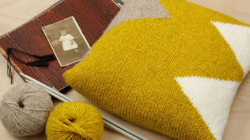 WOOL-ADDICTS-AIR-Triangle-Kissen - Titelbild wool addicts Kissen stricken mit WOOL ADDICTS AIR von LANG Yarns