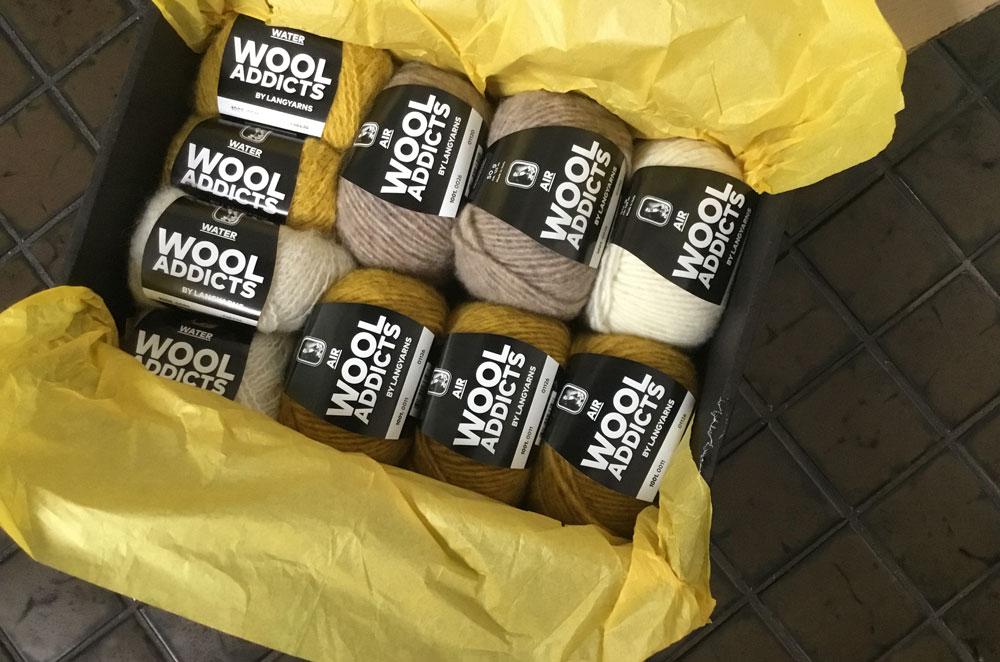 WOOL ADDICTS AIR Triangle-Kissen - Wollpaket wool addicts Kissen stricken mit WOOL ADDICTS AIR von LANG Yarns