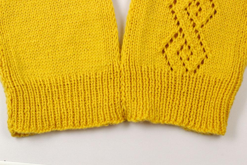 Pullunder stricken: Schalteile zusammen nähen