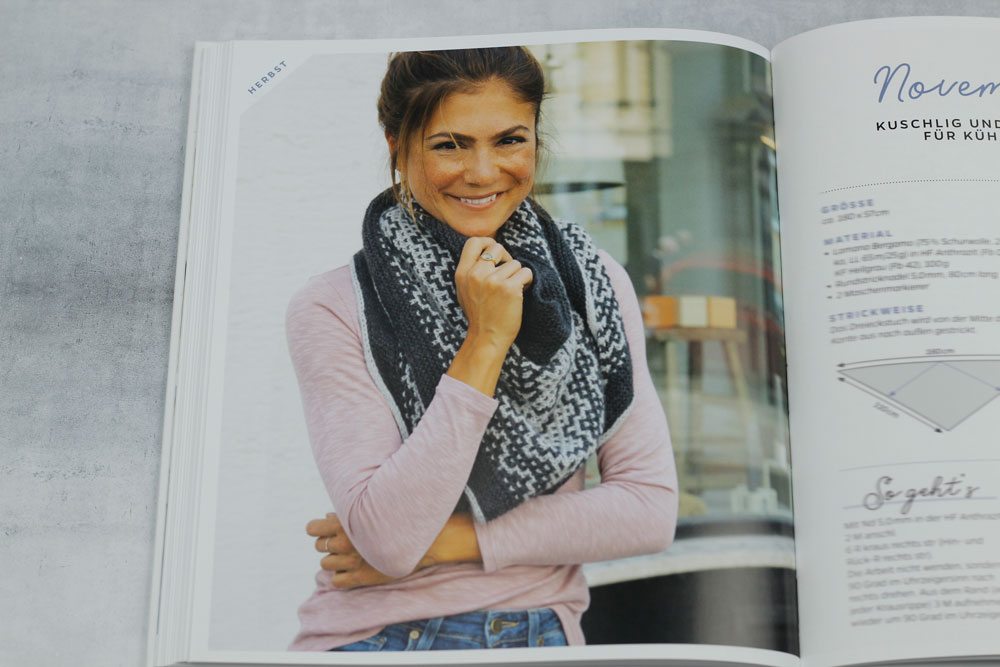 Mosaiktücher stricken: An kühleren Tagen hält dieses dekorative Tuch mit Namen November Rain kuschelig warm.