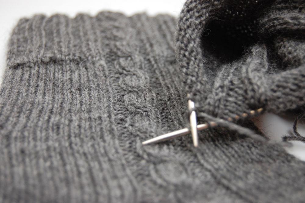 Viele Stricker und Strickerinnen unterstützen den Verein Stricksocken für RheinBerg mit selbst gestrickten Socken.