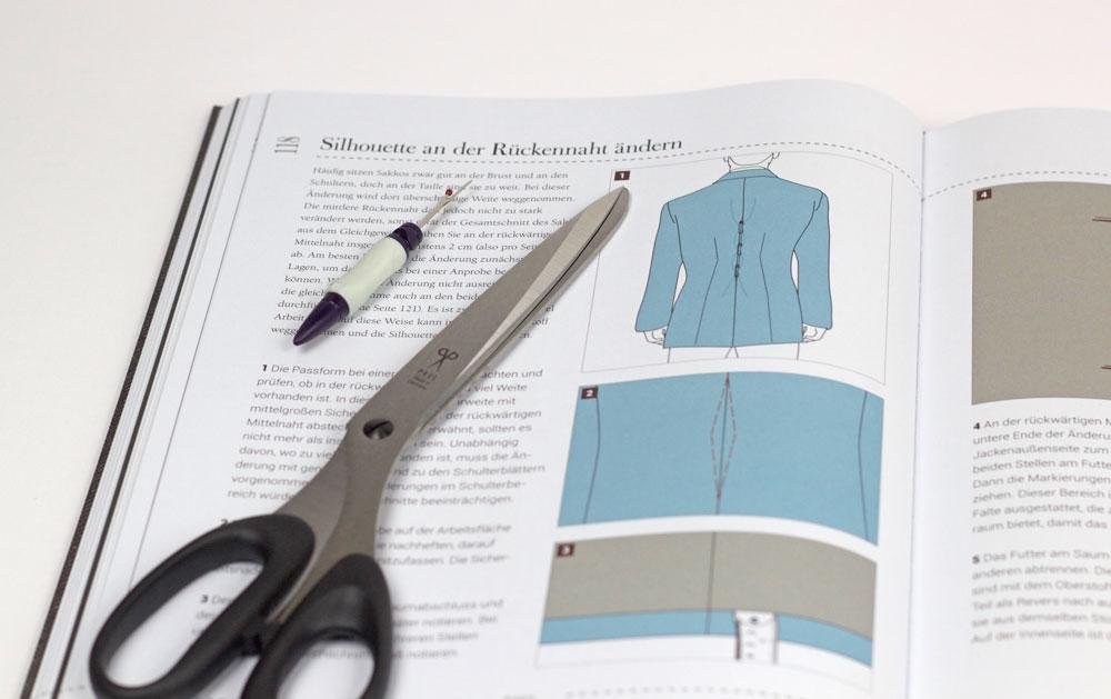 Einfach Kleidung ändern: Damit der zu weite Blazer bald wieder zu einem Liebling wird, sollte er entsprechend geändert werden.