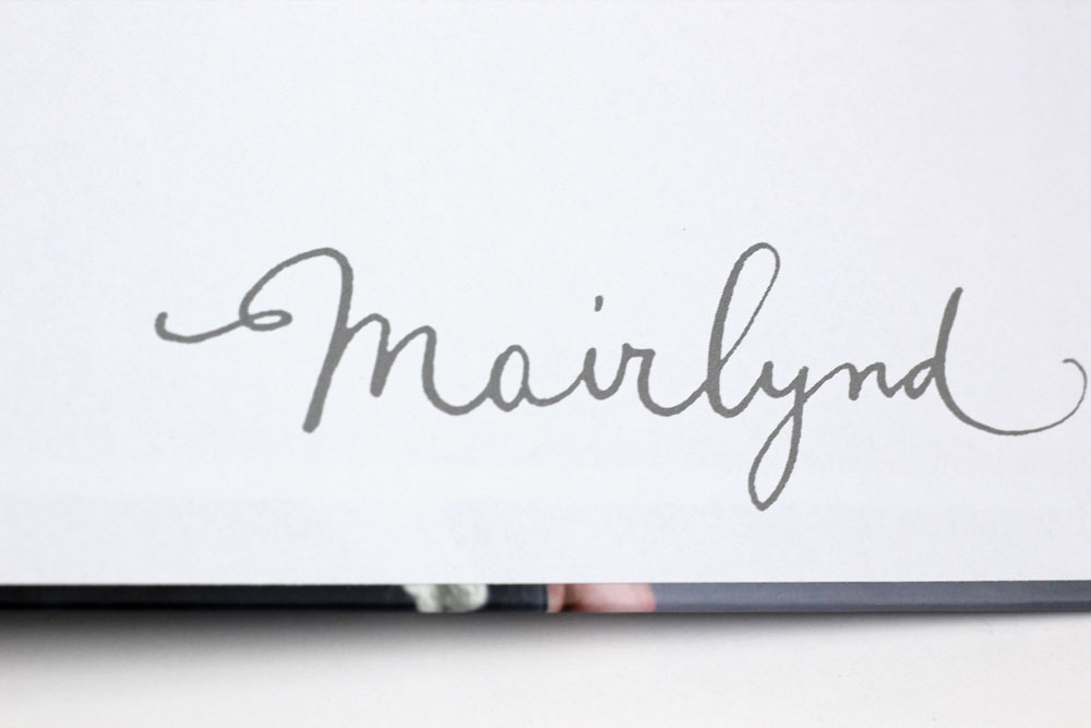 SHAWLS: Das Logo Mairlynd im Vorsatz.