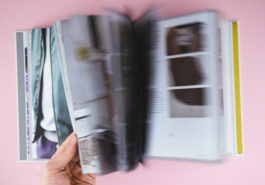 Männermode nähen: Tobias Milse mit Bomberjacke und Weekender in seinem Buch
