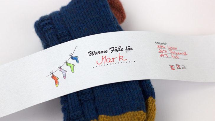 Socken verpacken - Die Banderole mit vorgegebenen Feldern kann auf Schwarz/Weiß- oder Farbdrucker ausgedruckt werden.