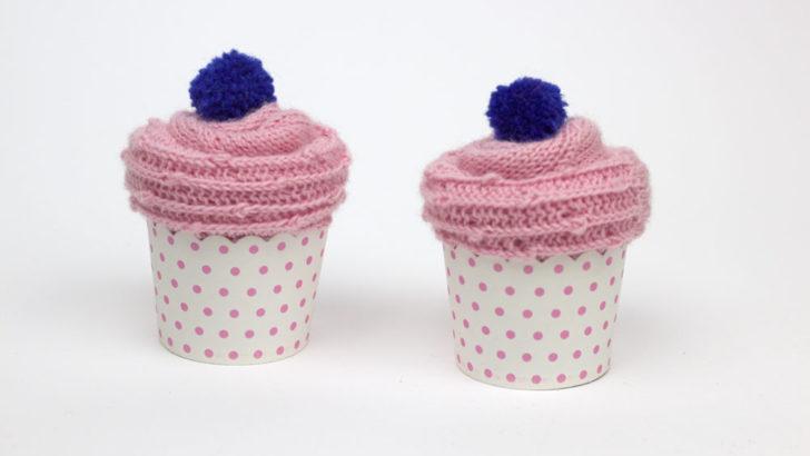 Socken verpacken - In Muffinförmchen sind die rosafarbenen Socken schnell dekorativ verpackt.