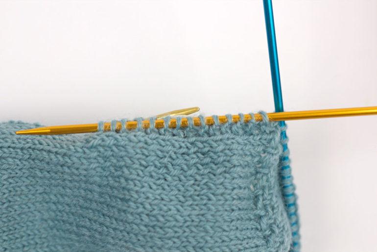 Ferse stricken: Maschenaufnahme aus der Fersenwand