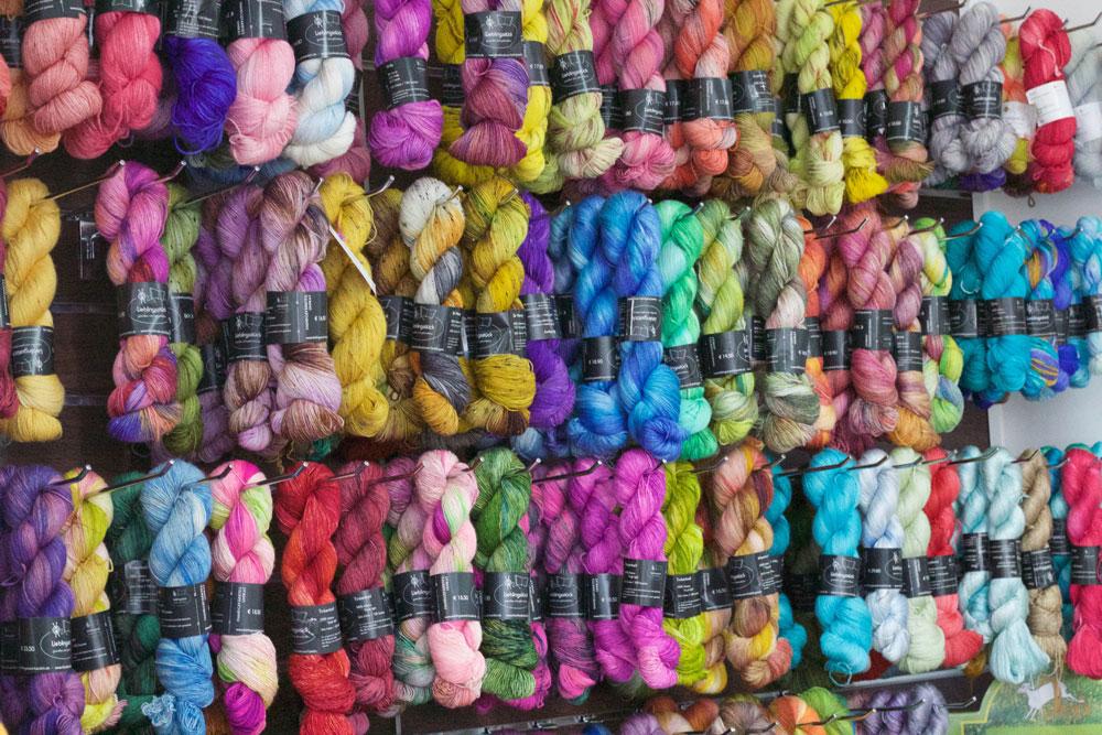 Strick- und Häkeltreffen - handgefärbte Wolle