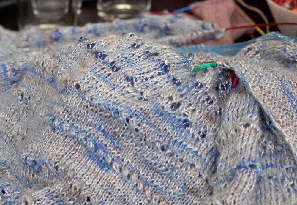 Strick- und Häkeltreffen - Perlen eingestrickt in Weste