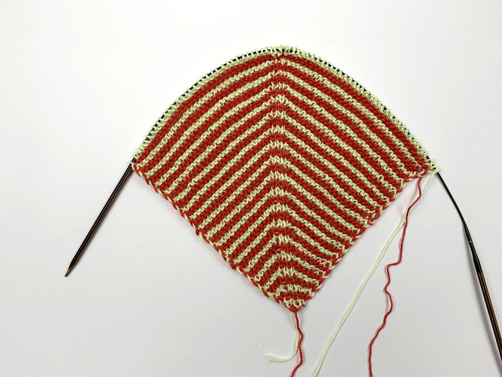 Eriu-Tuch - die Spitze mit Streifenmuster
