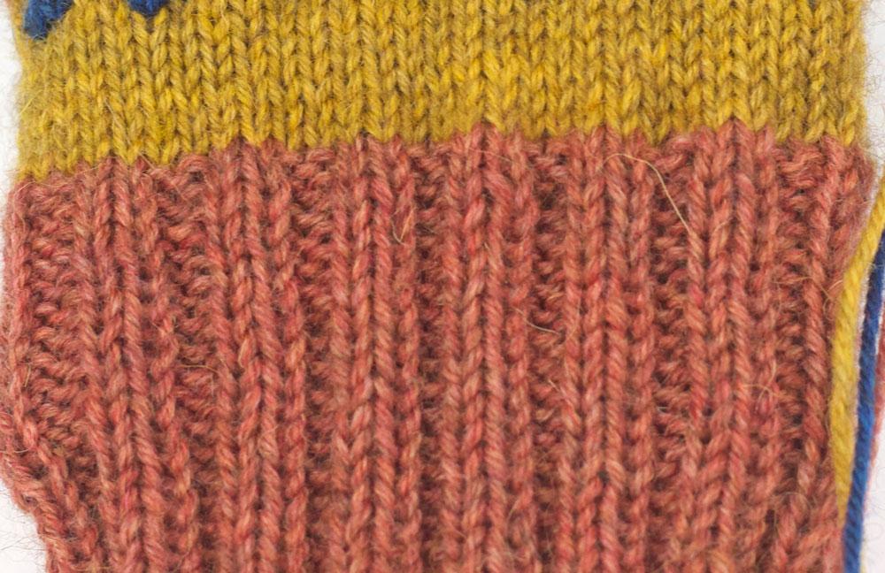 FinnSocks - Die Socken werden mit einem 2-rechts-2-links-Muster am Bündchen gestrickt.