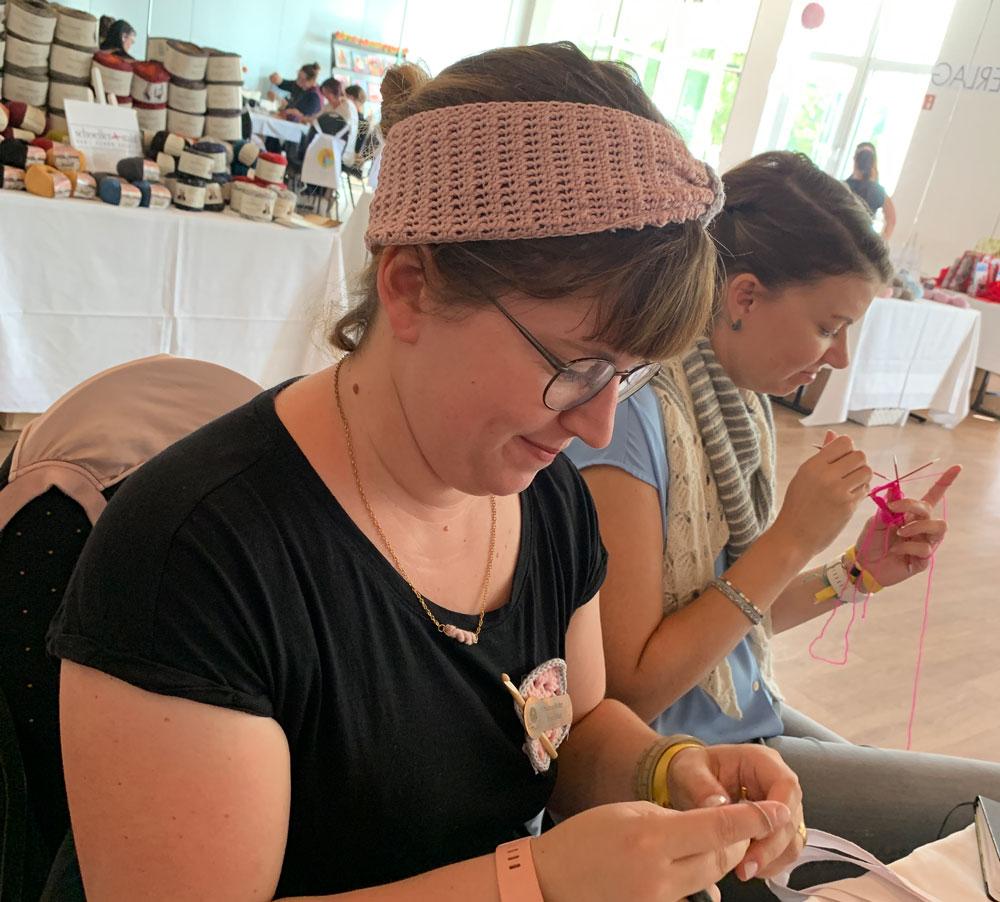 Frau Häkel und Thecookingknitter sind ganz konzentriert