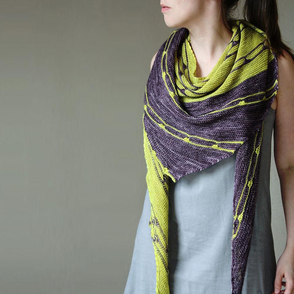 Das Tuch Spark 5190 Miles aus dem Buch Colorwork Shawls - Tücher stricken mit Farbe von Melanie Berg