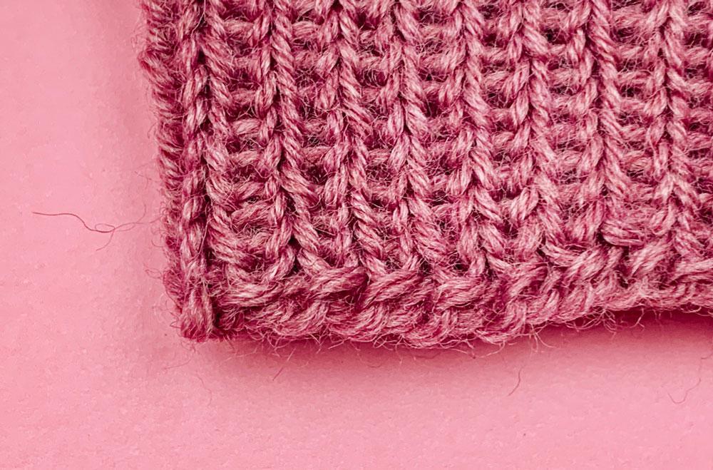 Das Bündchen der Armstulpen Gesa im 1rechts-1links-Muster