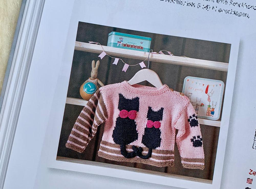 Baby-Sachen stricken - Pulli mit Katzen