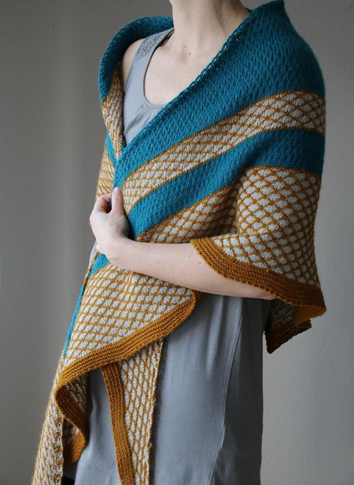 Das Tuch Gentle Hug aus dem Buch Colorwork Shawls - Tücher stricken mit Farbe von Melanie Berg