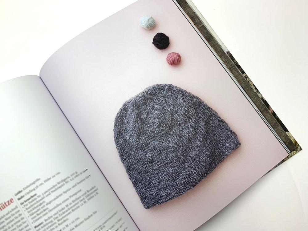 Määh! Finnisches Design gestrickt und bunt bestickt - Die unbestickte Zickzack-Mütze
