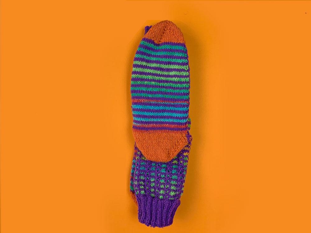 Socken übereinander legen zum Falten