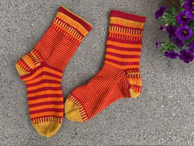 Streifen stricken ohne Treppchen bei den JanneSocks, die farbenfrohen Streifensocken