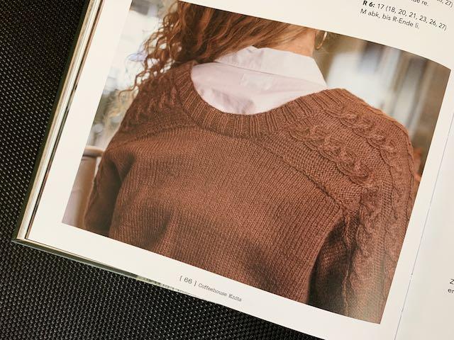 Rückseite des Pullovers Chocolate Challah im Buch Coffeehouse Knits.