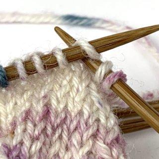 Bandspitze stricken Abnahmen auf Nadel 1 und 3
