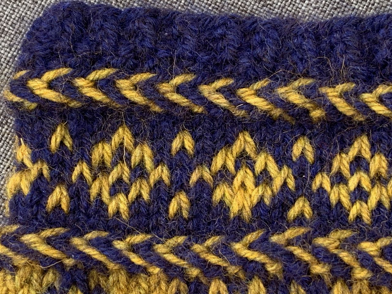 Die lettische Borte mit Musterstreifen für die Socken im lettischen Stil, den KerstaSocks