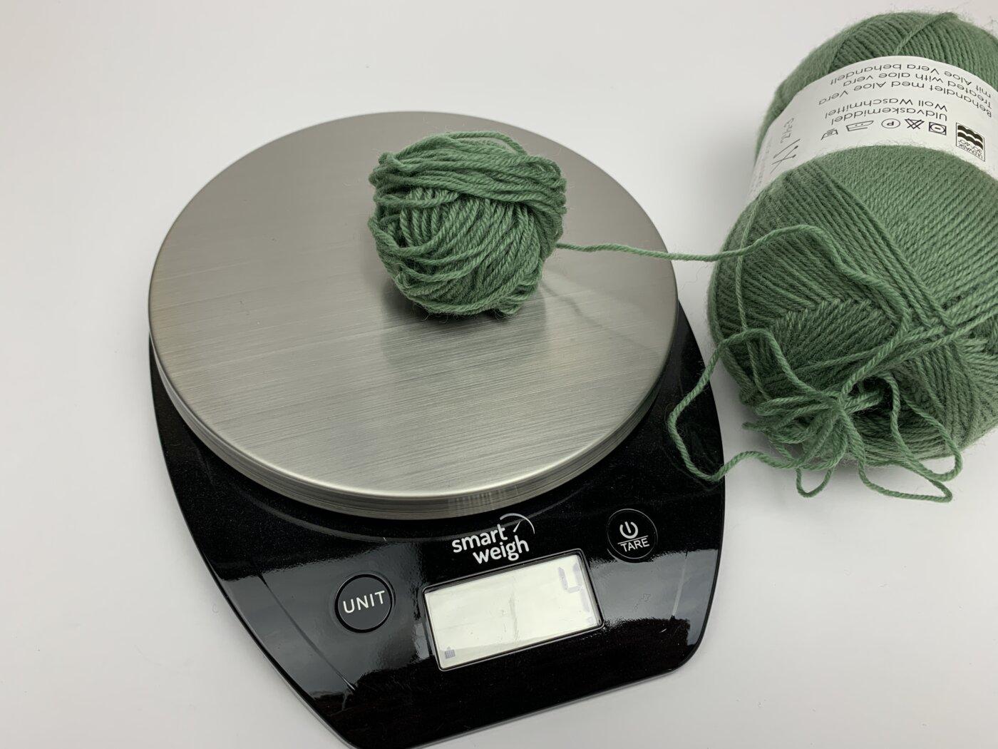 Socken in großen Größen stricken - Garn aufteilen