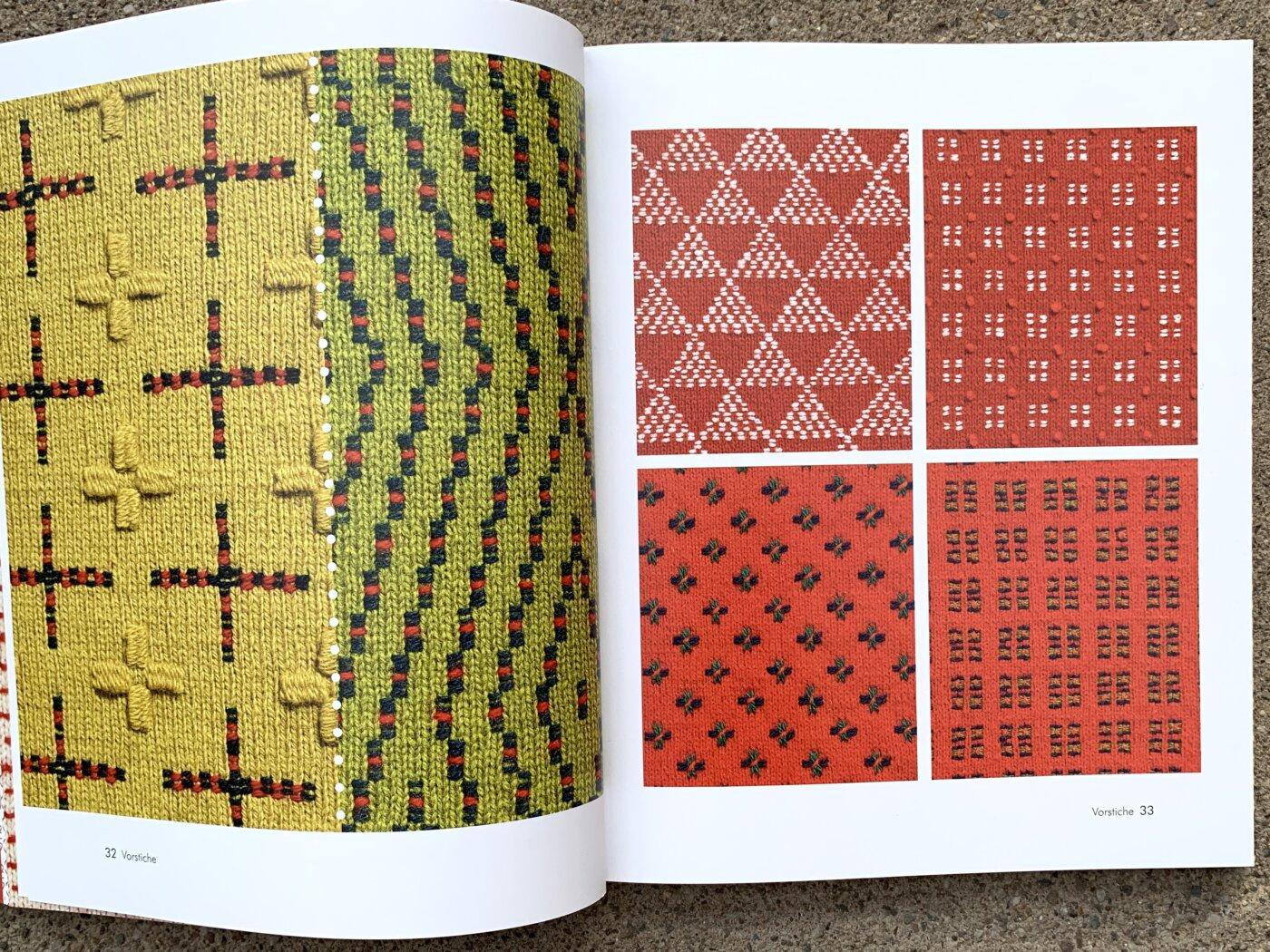 Musterproben im Buch Sticken auf Strick