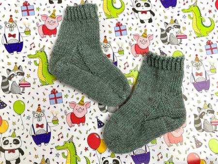 Toe Up Socken stricken für Babys und Kinder
