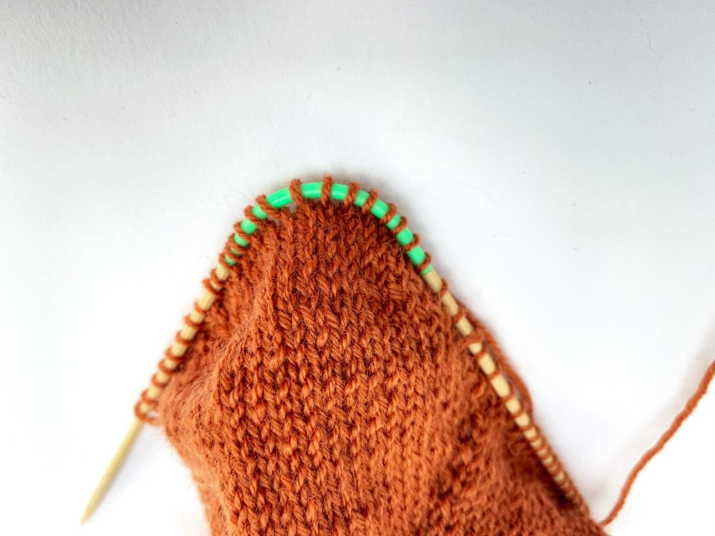 MailaSocks - Fersenrundung bei Toe Up Socken mit altem Lochmuster