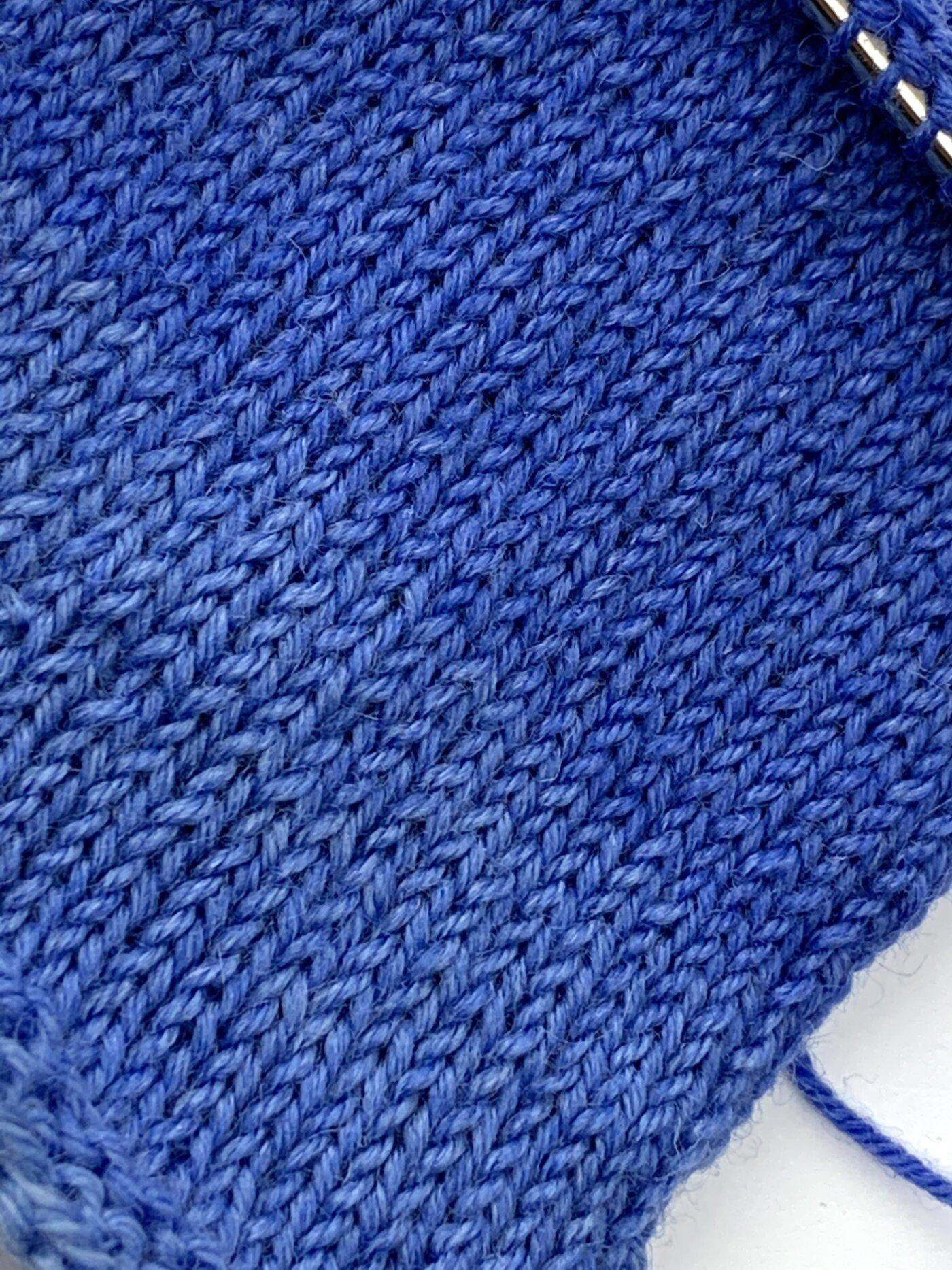 Lungauer Sockenwolle mit Vitamin E - Maschenprobe - glatt rechts gestrickt - mit gleichmäßigem Maschenbild